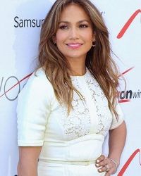 hair-colour-long-curly-jennifer-lopez