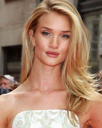 blondes-with-shades-of-brown-rosie-huntington
