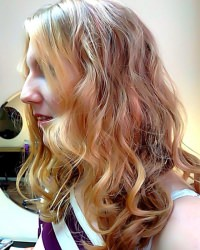 blonde-hair-curly-highlights